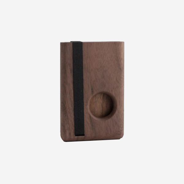 Dřevěné pouzdro na karty Round - ořechové dřevo