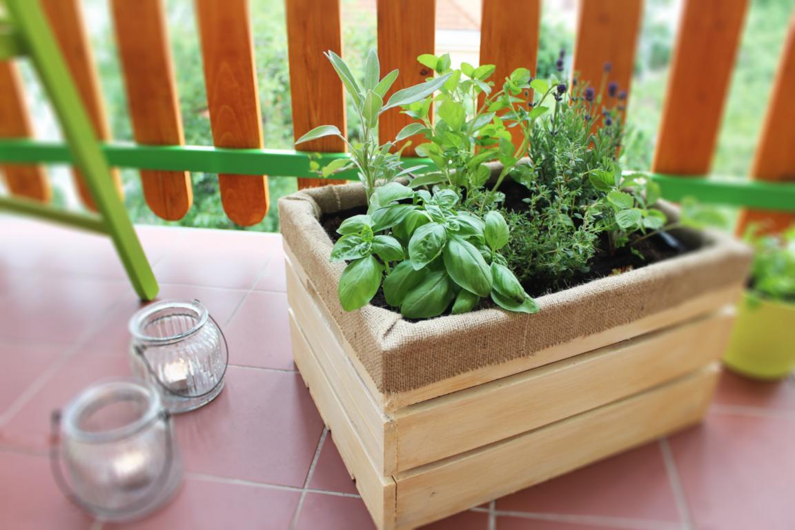 Designový dřevěný květník s patinou - borovice - 40x33x22 cm